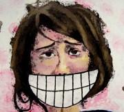 sonrisa falsa